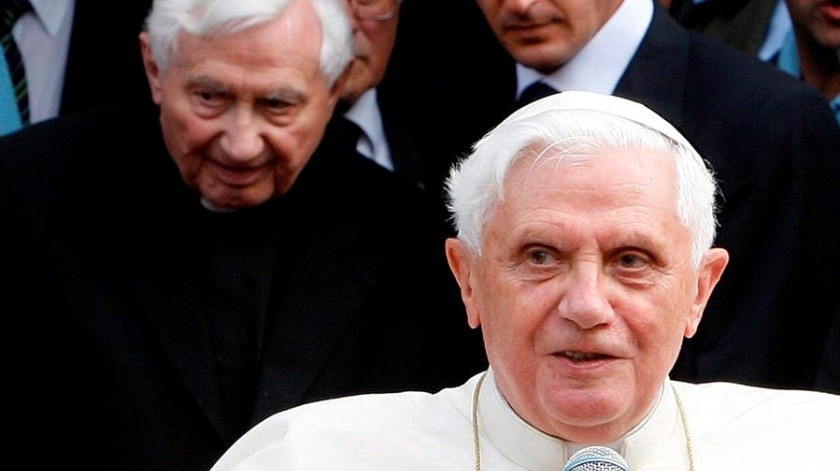 Georg nació el 15 de enero de 1924 en Pleiskirchen y fue ordenado sacerdote el 29 de junio de 1951, junto con su hermano Joseph, tres años menor.(EFE)