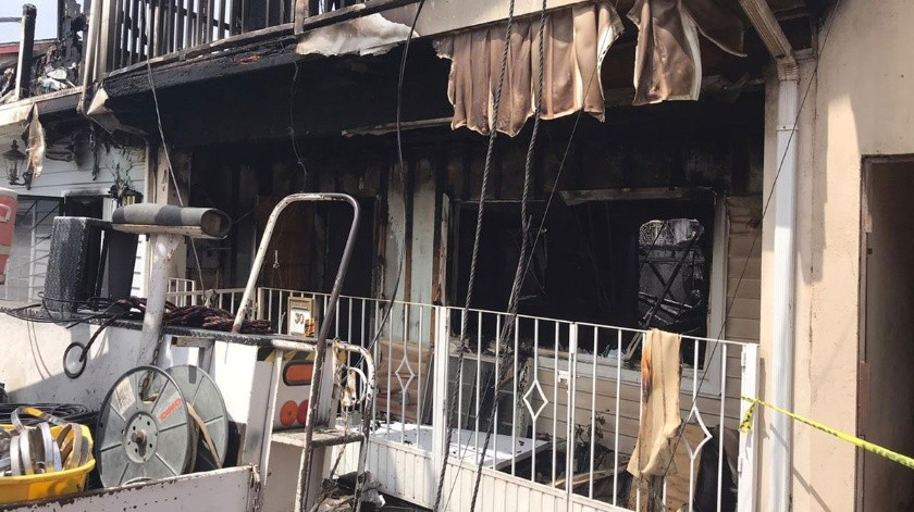 El incendio se registró la madrugada de este miércoles en la privada Sevilla y Toledo.(Ángel González)