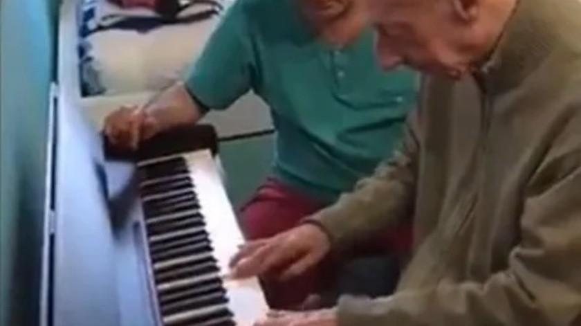 Hombre que sufre de alzheimer no olvida como tocar el piano(Tomado de la red)