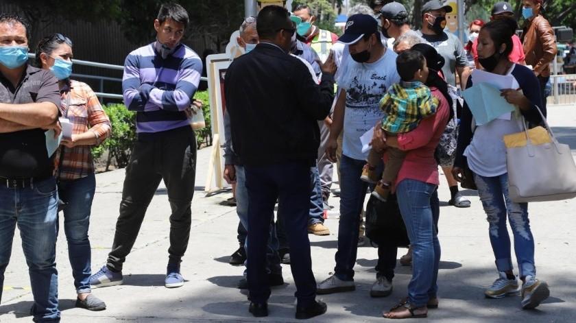 Ignoran sana distancia al realizar trámites en Tijuana(Sergio Ortiz)