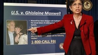 Ghislaine Maxwell, socia de Epstein, acusada de reclutar