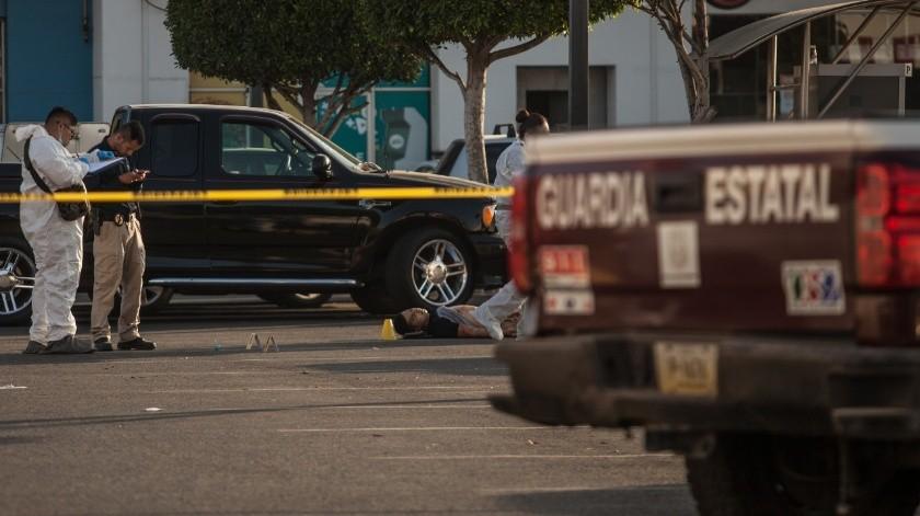 Ultiman a joven en estacionamiento de Macroplaza Tijuana(Gustavo Suárez)