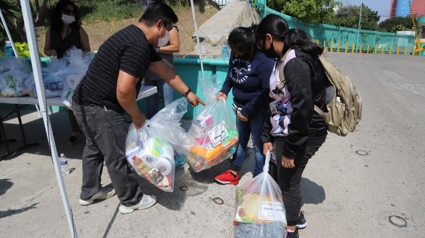 Con la entrega de despensas se beneficiará a aproximadamente mil familias.(Sergio Ortiz)