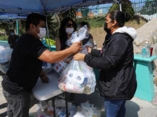 Con la entrega de despensas se beneficiará a aproximadamente mil familias.