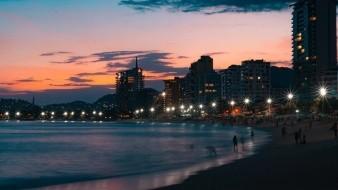 Acapulco reanuda parcialmente actividades turísticas pese a semáforo en rojo