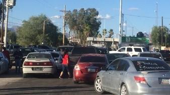 VIDEO: Residentes de Sonoyta bloquean paso a turistas de EU que buscan llegar a Puerto Peñasco