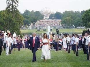 Trump jalea divisiones en EU en acto en Casa Blanca sin distancia social