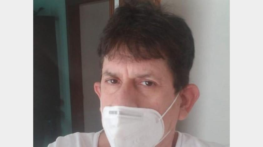 El pediatra Carlos Wattembarger tras vencer al Covid-19, ahora se dedica a atender a pacientes infectados con el virus.