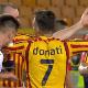 ¡Mordiscón a la Suárez!  Futbolista de Lazio muerde a su adversario en pleno partido