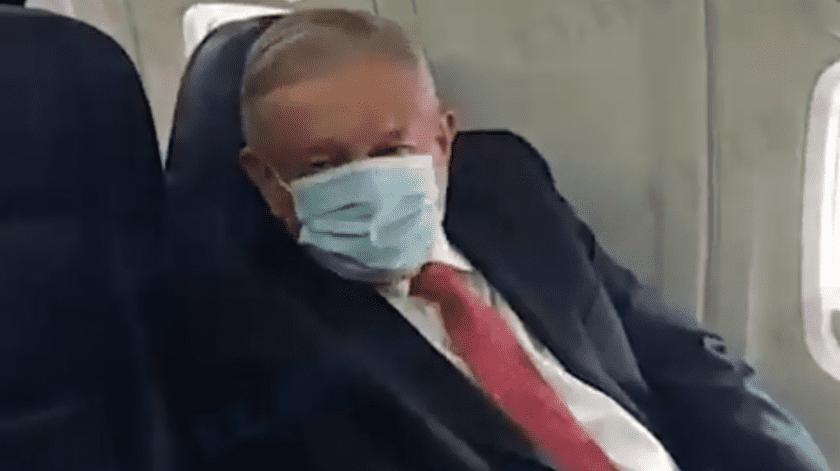 """""""Se negó a hacerlo por los mexicanos"""": Las críticas a AMLO por usar cubrebocas para viajar a EU(Twitter @heraldodemexico / Captura de Pantalla)"""