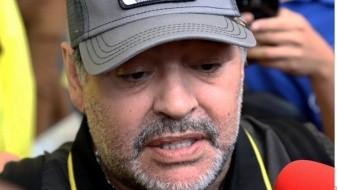 Video muestra a Maradona mover balón para fortalecer su rodilla operada