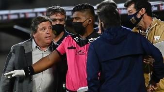 Regaña Cortés Alcalá a 'Piojo' Herrera por no usar cubreboca en partido de ayer