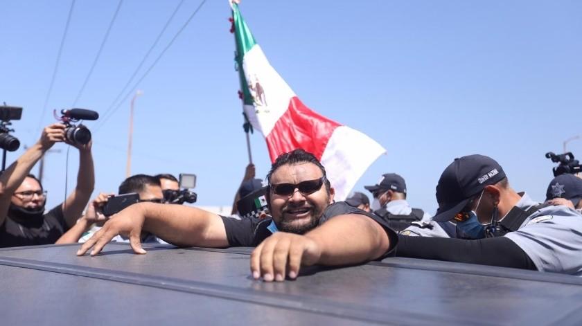 Un grupo de personas, ajeno a los residentes de Playas, trató de tomar la caseta.(Gustavo Suárez)
