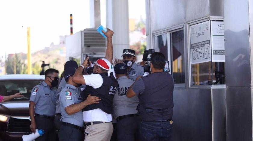 Los grupos de Resistencia Civil Pacífica y Tijuana Se Defiende protagonizaron la trifulca.(Gustavo Suárez)