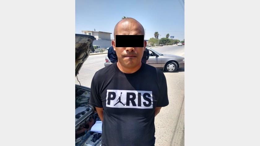 Capturan a un sujeto con auto robado y a otro con licencia falsa