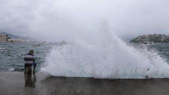 Cristina aumenta su posibilidad de ser huracán lejos de las costas mexicanas