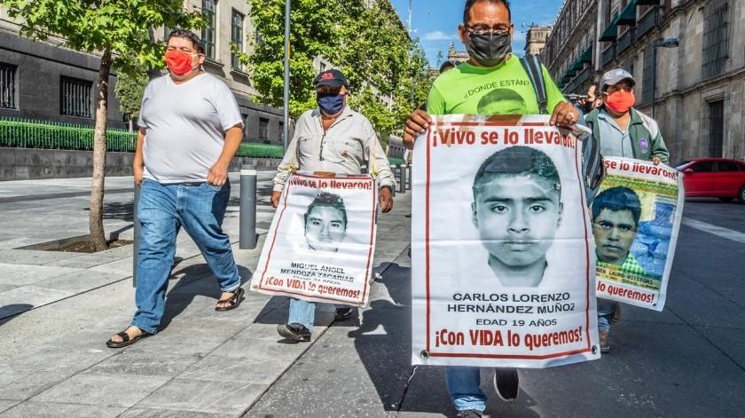 La investigación del caso Ayotzinapa ha sufrido un giro de 180 grados ante la identificación de uno de los normalistas y múltiples órdenes de aprehensión solicitadas por la FGR.(El Universal)