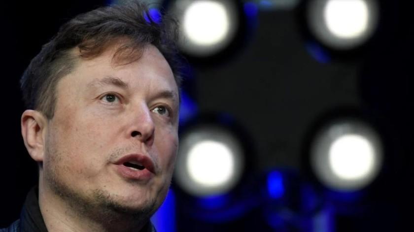 Elon Musk dice tener listo el microchip para conectar el cerebro a la computadora(AP)