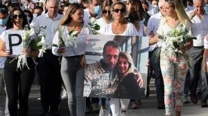 """Veronique Monguillot dijo haber indicado al ministro Gerald Darmanin que ella y sus tres hijas estaban """"devastadas"""" por el ataque contra su esposo en una parada de autobús en Bayona, suroeste de Francia."""