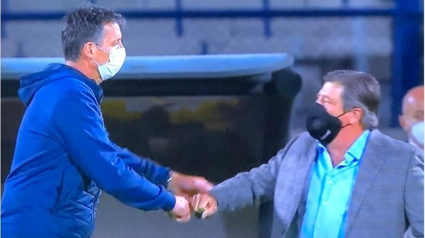 """¡Ahora si usó cubrebocas! El """"Piojo"""" dirigió con protección contra Cruz Azul(Twitter)"""