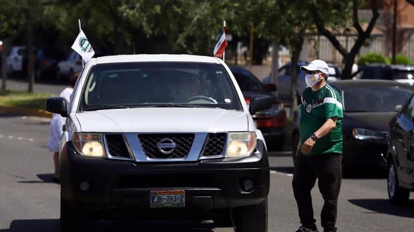 Esta es la cuarta caravana en la que las familias desde sus autos protestan por lo que consideran una mala administración del Presidente.(Gustavo Suárez)
