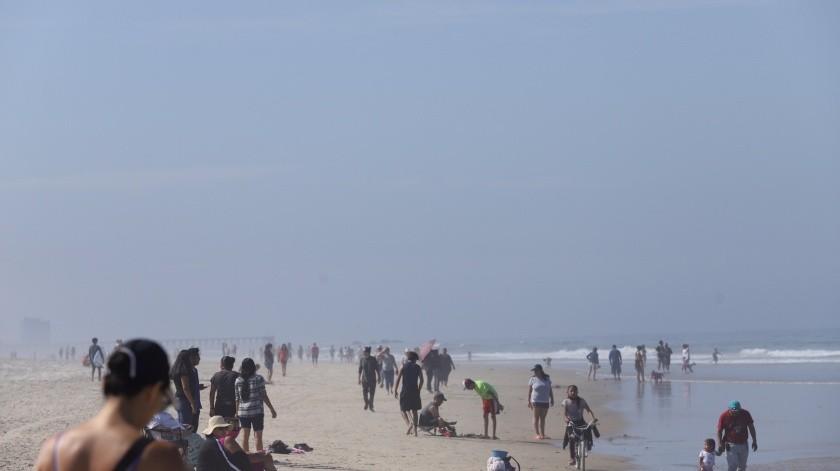 Miles visitan playas de Rosarito(Gustavo Suárez)