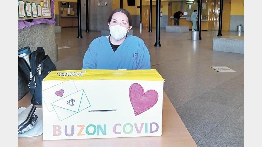 Fátima Rocío Mora Gómez es asistente médico en la Clínica 14 del IMSS y creó el Buzón Covid, para ayudar a pacientes con esta enfermedad a recibir el cariño de sus seres queridos a través de las cartas.(Especial)