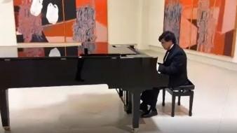 Fernando Silva Colón inició sus estudios de piano a la edad de 8 años en la Facultad de Artes de la Universidad Autónoma de Baja California, campus Tecate.