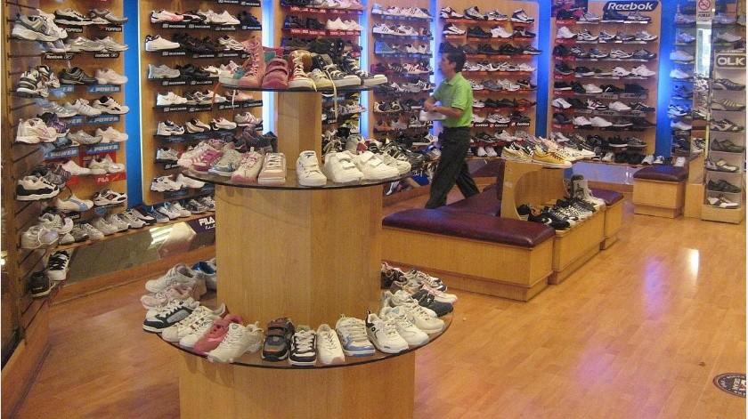 Lanza cajas de zapatos a empleada que le pidió  usar cubrebocas(Tomado de la red)