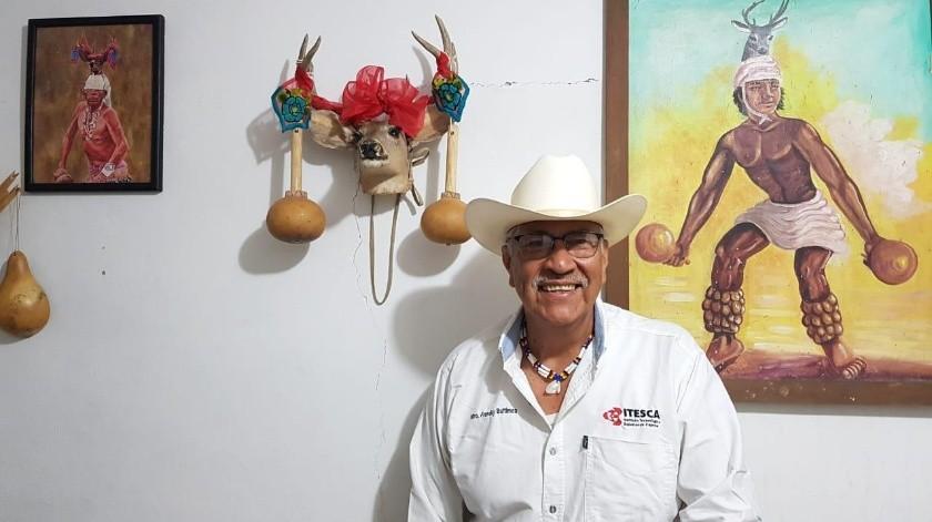 Teodoro Buitimea Flores, comenzó a impartir clases mediante YouTube.(Mayra Echeverría)