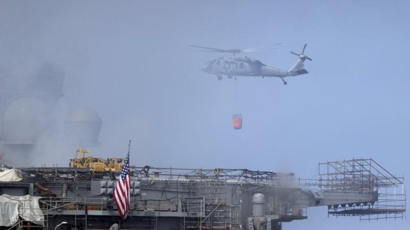 Fuego en buque Bonhomme Richard de la Armada de EU podría apagarse en 24 horas: oficial de Marina