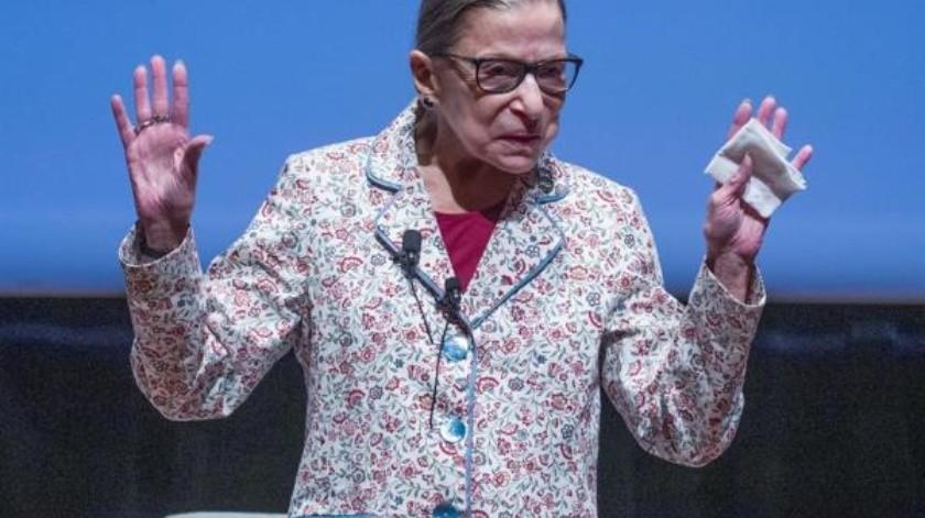 La jueza de la Corte Suprema de EU, Ruth Bader Ginsburg, fue hospitalizada por posible infección; líder del ala liberal(EFE)