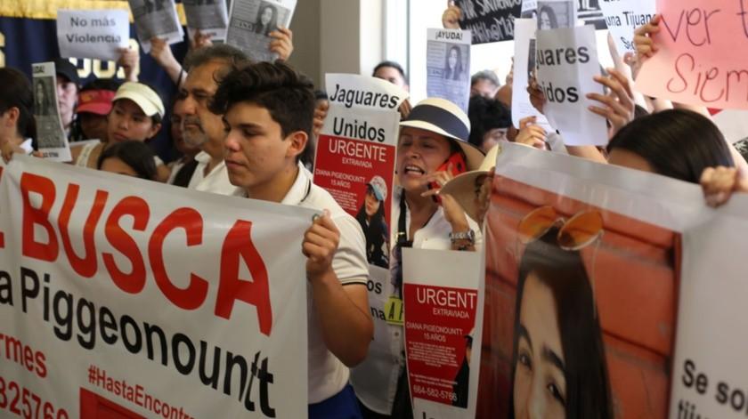La comunidad de la preparatoria federal Lázaro Cárdenas ha exigido se esclarezca la desaparición de Diana.