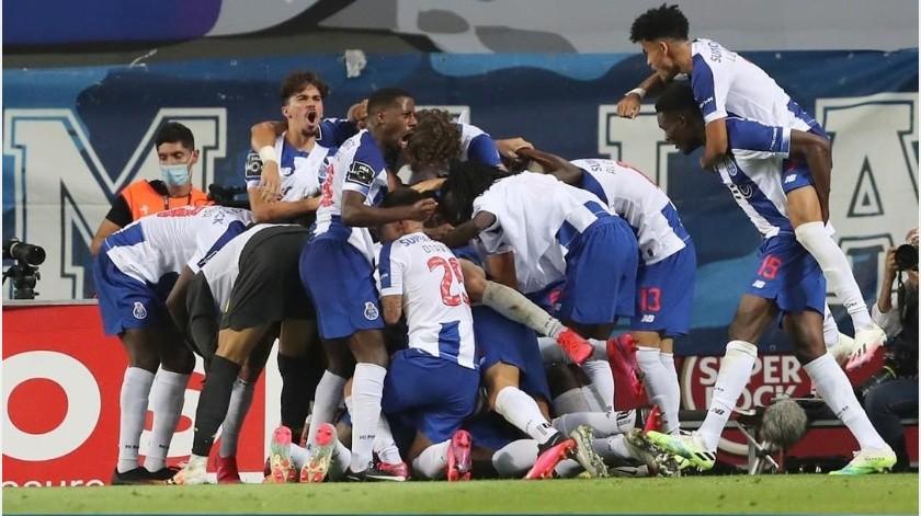 """El Porto de """"Tecatito"""" Corona se proclama campeón de Primeira Liga de Portugal(Instagram @fcporto)"""