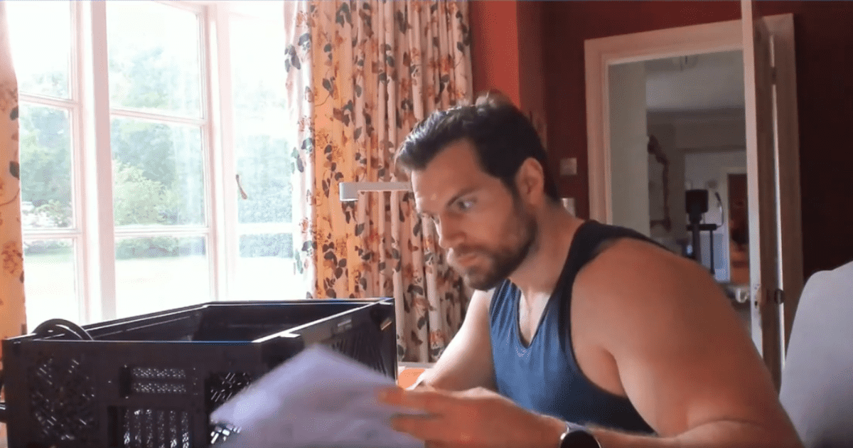 Henry Cavill arma una PC Gamer y escandaliza a la