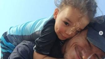 Josey Dorsey se quedará con su papá Ryan Dorsey.