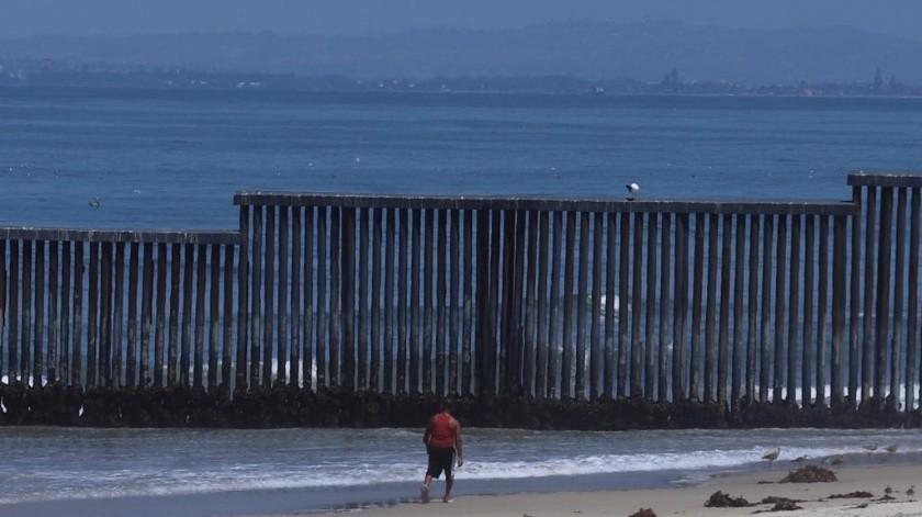 Así se veían las playas de Tijuana la mañana y tarde de este viernes.(Sergio Ortiz)
