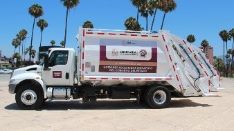 Entregan 16 unidades recolectoras de basura en Ensenada