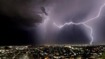 Intensa lluvia y actividad eléctrica en Hermosillo