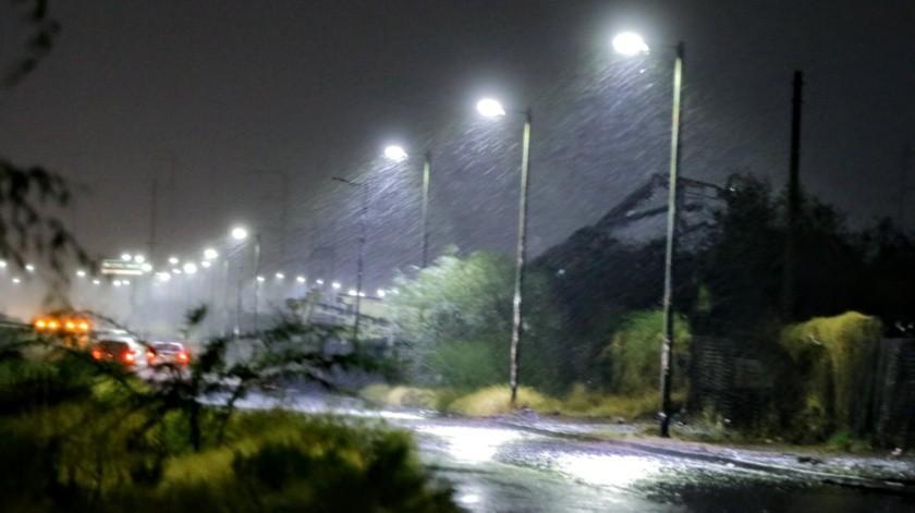 Coladeras tapadas, carretas volcadas y señalas tiradas, el saldo de la lluvia.(Eleazar Escobar)