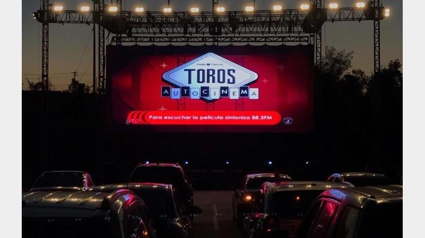 """El precio de 210 pesos es por auto y por función, con derecho a ingresar al número de ocupantes considerado """"normal"""" para un vehículo.(Facebook Toros de Tijuana)"""