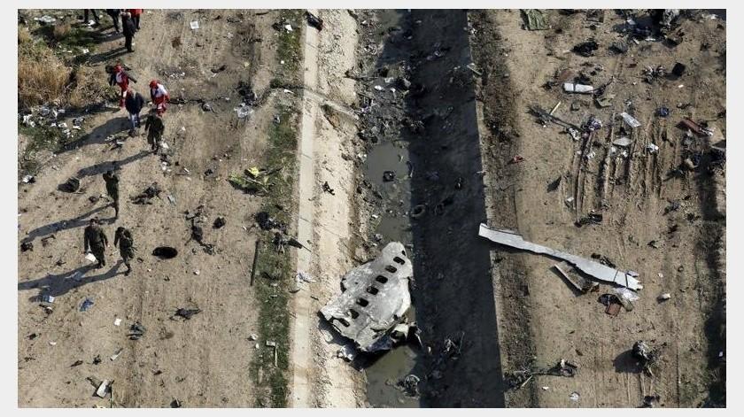 Irán envió las cajas negras del avión de pasajeros ucraniano derribado en enero por sus fuerzas armadas por error a Francia para su lectura, reportó una agencia noticiosa semioficial el sábado.(AP)