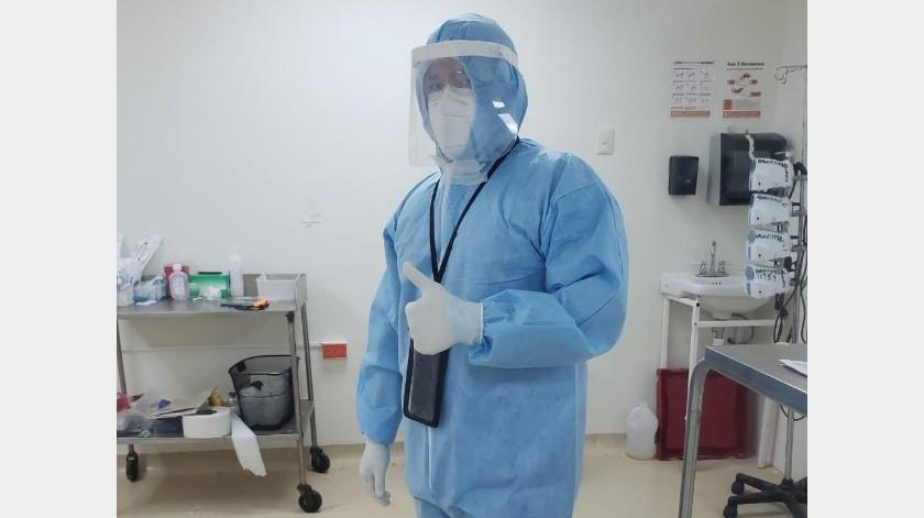 El doctor Sánchez Aguilar sigue atendiendo a sus pacientes del Área Covid.