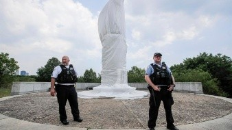 Piden retirar estatua de Cristobal Colón en Chicago tras disturbios