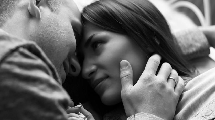 """""""Covid-19 no se contagia al tener sexo, solo si hay besos y abrazos"""": López-Gatell(Pixabay)"""