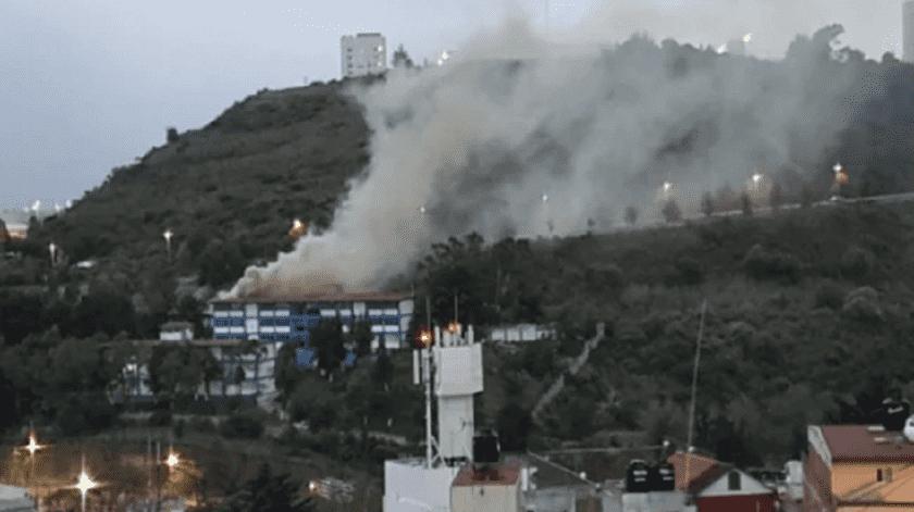 Incendio en secundaria alarma a vecinos en Naucalpan(El Universal)