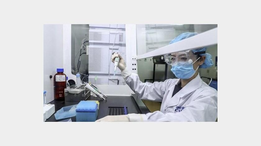 Ejecutivos chinos reciben inyecciones 'pre-test' en carrera de vacunas
