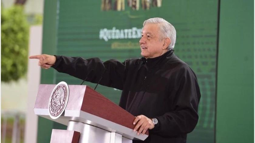 López Obrador dijo que sólo lo usa cuando es necesario o una norma, como en los aeropuertos.(Gobierno de México)