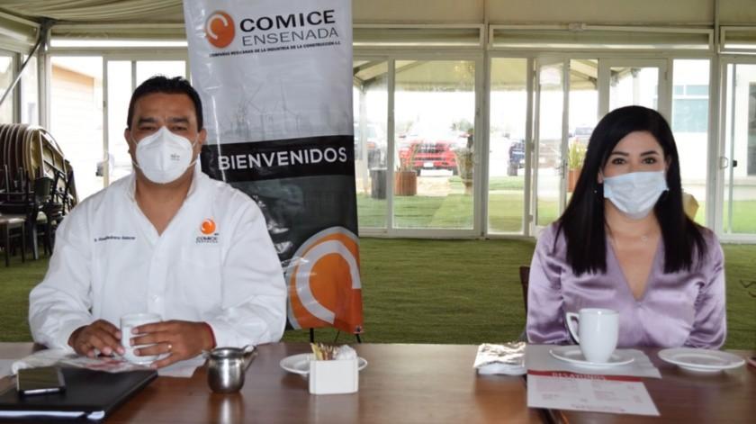 Se reunieron este viernes Edith Adriana Méndez Martínez, delegada de Sidurt y Abel Medrano Salazar, presidente de Compañías Mexicanas de la Industria de la Construcción de Ensenada.