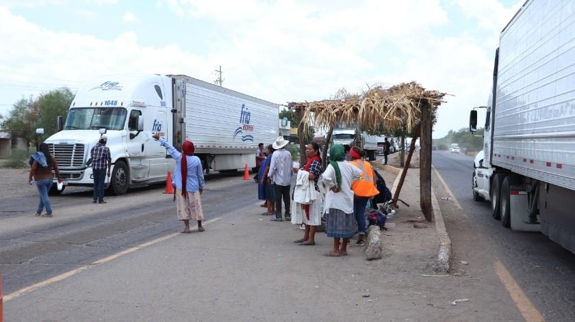 Tres puntos tenían tomados integrantes de la etnia Yaqui en la carretera México 15.(Banco Digital)